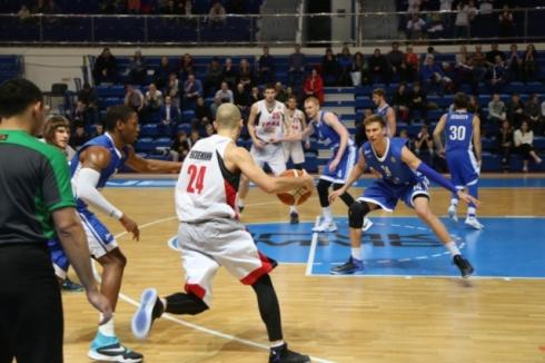 «Урал» провел благотворительный матч против «Зенита»