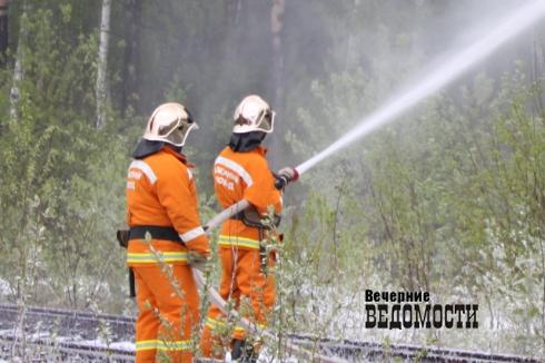 На Урале четыре автомобиля сгорели в одном пожаре