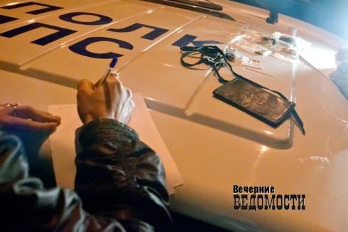 Голый екатеринбуржец станцевал джигу на крышах автомобилей