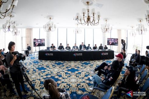 В Челябинске встретились и взвесились участники гала-турнира по боксу