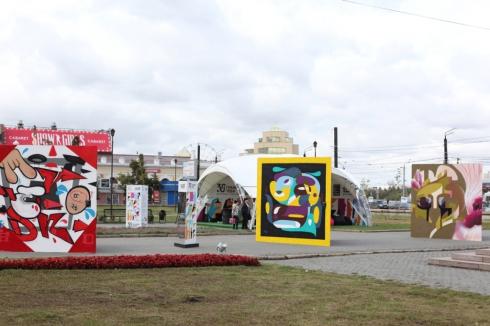 TELE2 открыла на Кировке выставку «30 граней тебя»