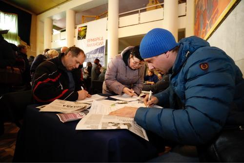 Четыре тысячи коркинцев заполнили анкеты на ярмарке вакансий