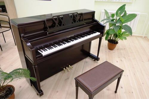 РМК подарила фортепиано Yamaha новой школе искусств в Карабаше