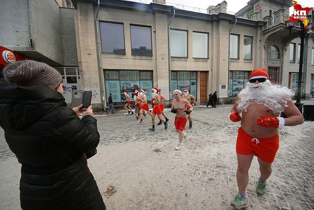 Деды Морозы бывают голые и в «портачках»
