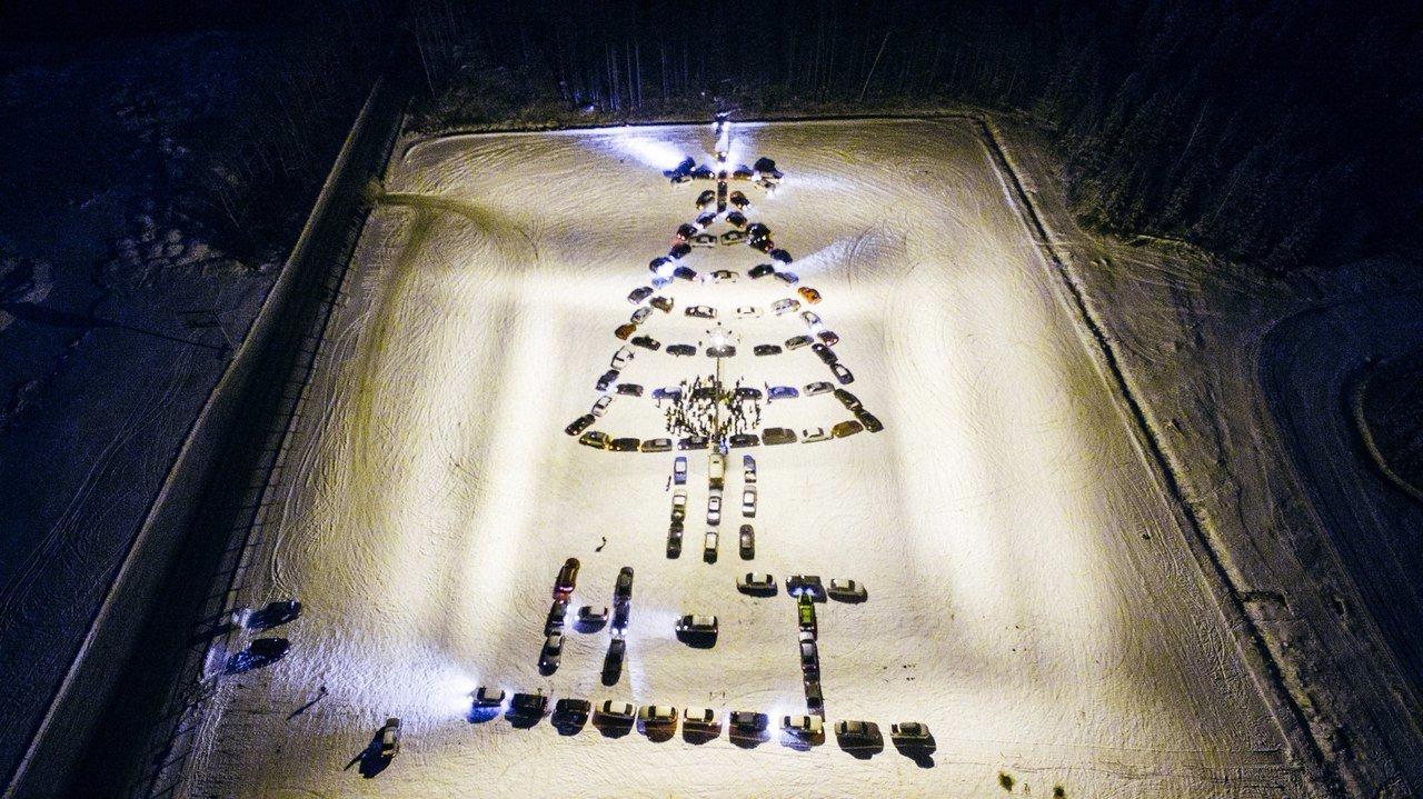 В Нижнем Тагиле зажгли новогоднюю «автоёлку»