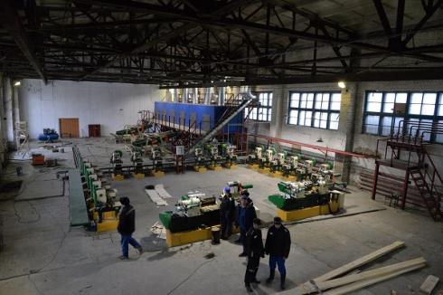 В новолялинской колонии налаживают производство китайских палочек для экспорта в азиатские страны